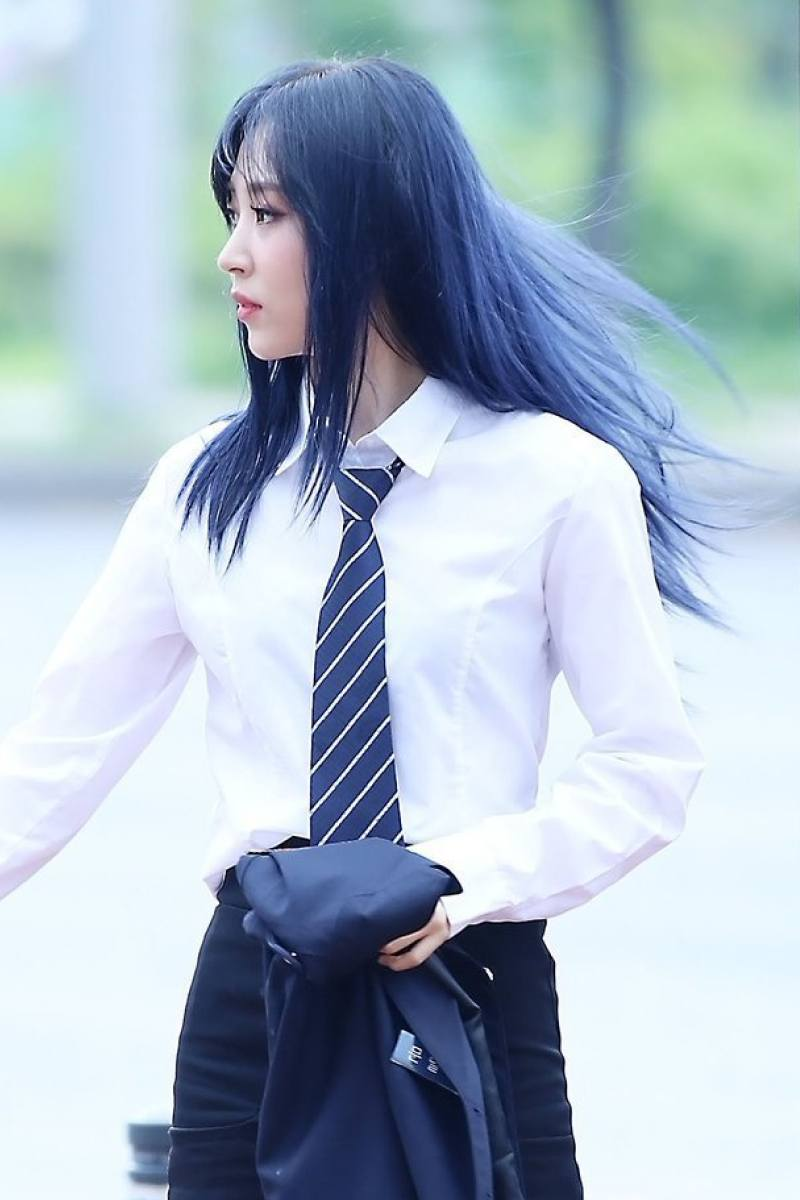 color de cabello negro azulado Moon Byul-yi Moonbyul