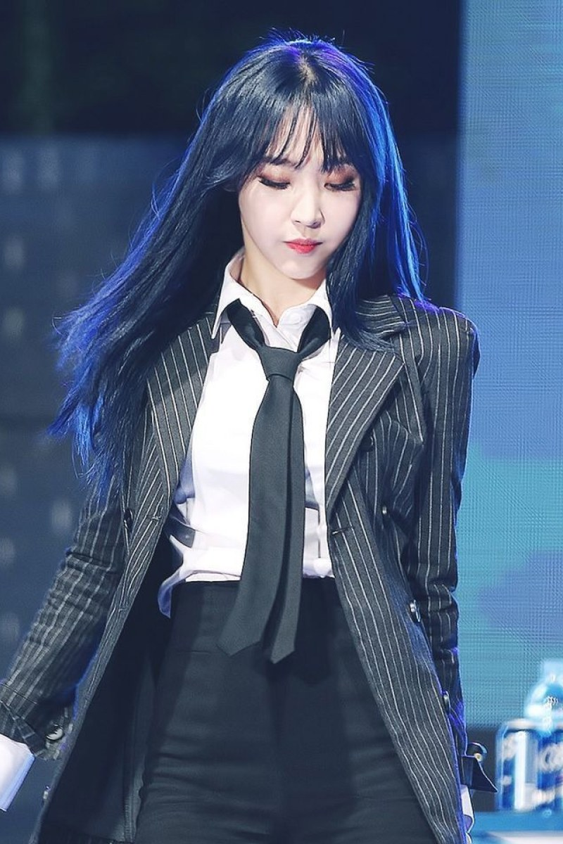 color de cabello negro azulado Moonbyul Moon Byul-yi